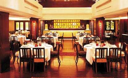 The Peninsula Hong Kong Spring Moon restaurant dining room traditional Chinese decor