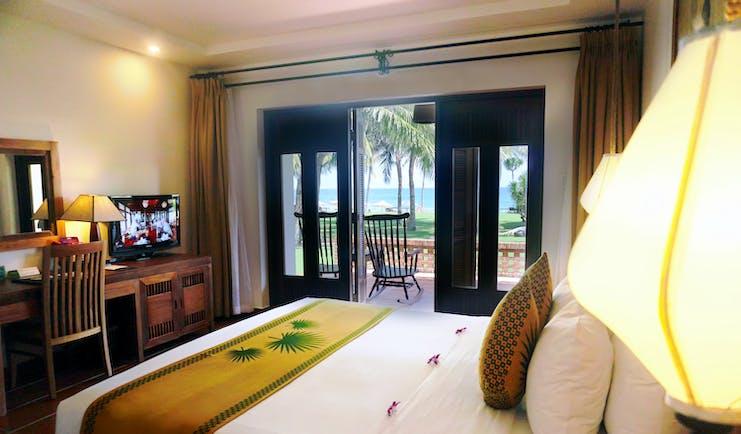 Palm Garden Resort deluxe ocean room, double bed access to balcony, bright modern decor
