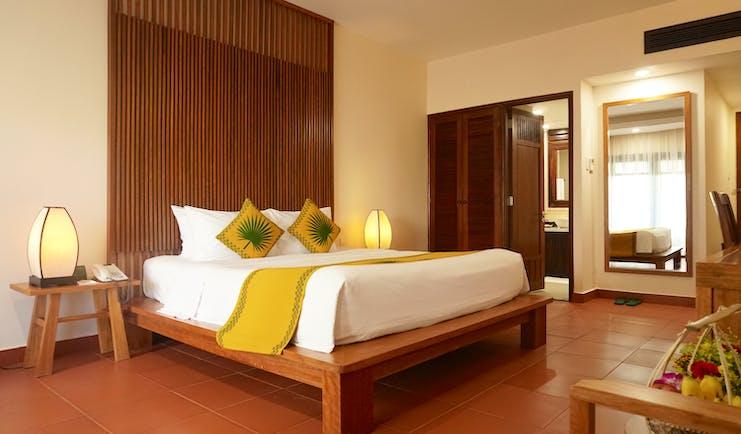 Palm Garden Resort superior room, double bed, ensuite bathroom, bright modern decor
