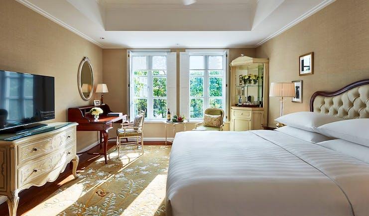 Park Hyatt Saigon garden view room, double bed, desk, elegant bright decor