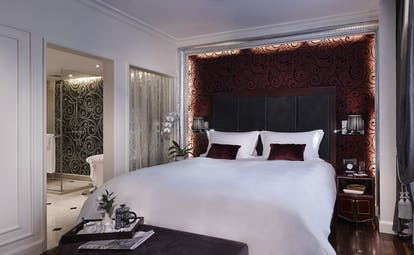 Sofitel Metropole Hanoi prestige suite, double bed, en suite bathroom, grand decor
