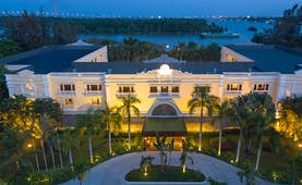 Victoria Can Tho Resort exterior, hotel entrance, drivewat lined with palm trees, bay in background