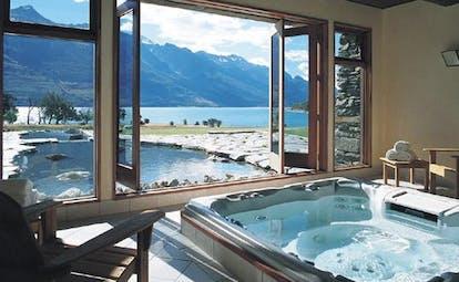 Blanket Bay Otago and Fiordland mountain view spa hot tub