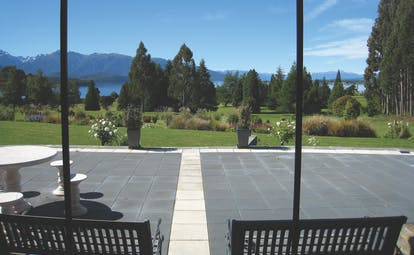 Dock Bay Lodge Otago and Fiordland patio with mountain view