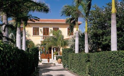 Jumby Bay Antigua la casa private residence entrance pathway palm trees