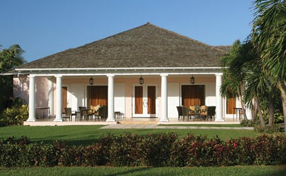 Four Seasons Ocean Club Bahamas exterior boardroom bungalow lawns and terrace area