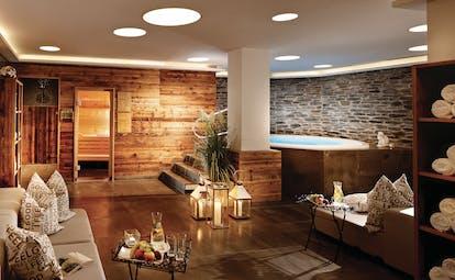 Spa with sauna and jacuzzi