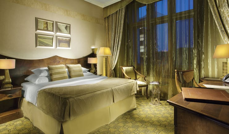 Art Deco Imperial deluxe room, double bed, desk, elegant decor