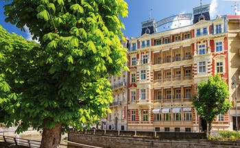 Hotel Quisisana Palace Karlovy Vary exterior  red and white building with balconies