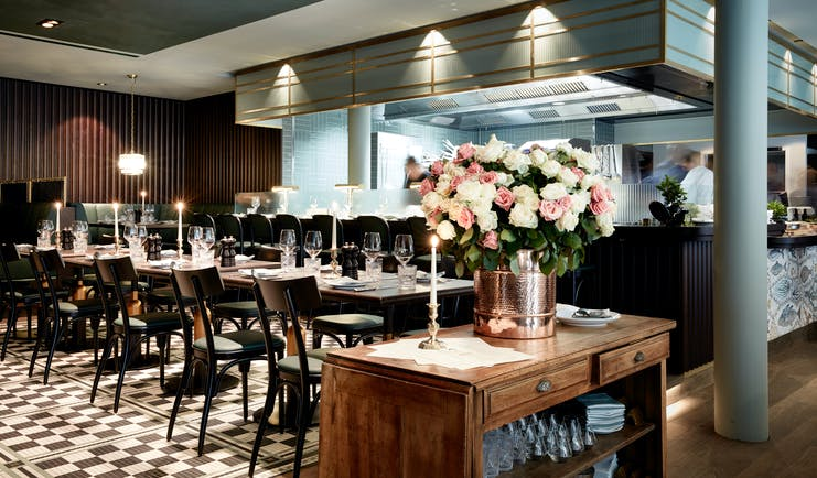 Tortue Hamburg brasserie, tiled floors, tables and chairs, elegant decor, open view to kitchen