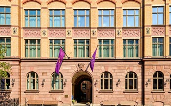 Tortue Hamburg entrance, brickwork, purple flags, archway door