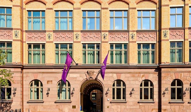 Tortue Hamburg entrance, brickwork, purple flags, archway door