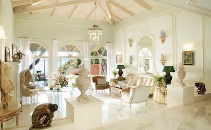 Palazzo Libro Doro white living room