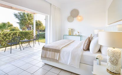 White room with white tiles and garden