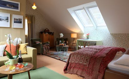 292 Aurland bedroom with green rug and orchid
