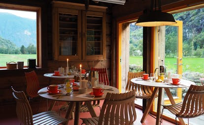 292 Aurland small tables with open porch