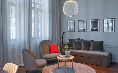 Hotel Bergen Bors suite in grey with red cushion