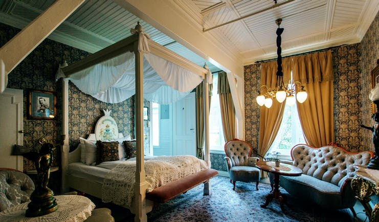 hotel union oye norway four poster bedroom
