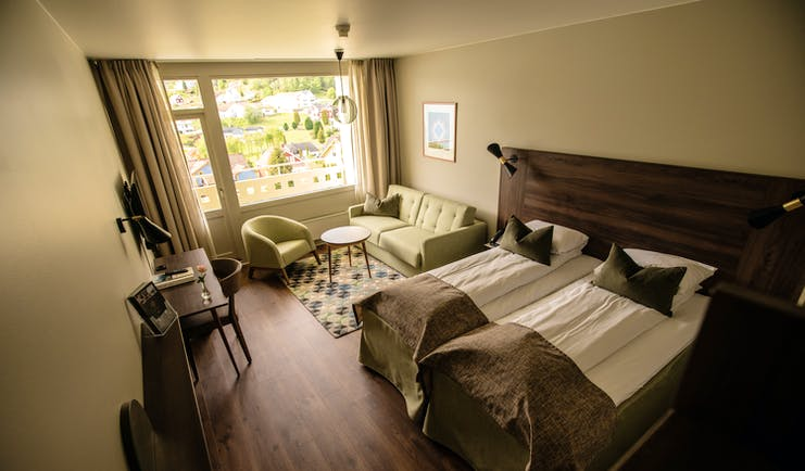 Twin bedded room with fjord view with wooden floor Kviknes hotel
