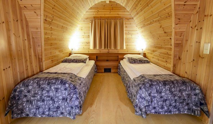 Snowhotel Kirkenes twin beds in wooden cabin