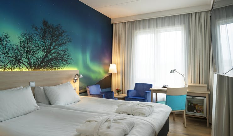 Thon Hotel Nordlys room with northern lights wall picture and twin beds with white cover