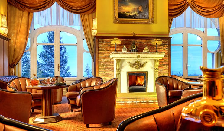 Grandhotel Stary Smokovec lounge, communal seating area, leather armchairs, open fire, grand traditonal decor