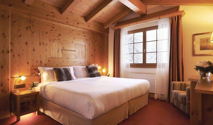Arabella Hotel senior suite, double bed, wooden panelling, wood beams