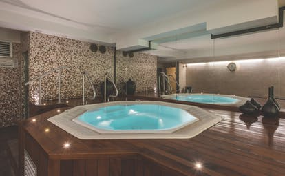 Spa at the Hotel Bristol with plunge pool jacuzzi indoors