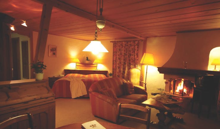 Hotel Alpenrose apartment, double bed, fire place, tables and chairs