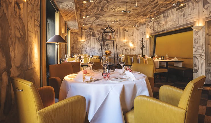 Hotel Ambassador a L'Opera restaurant, tables and chairs, modern decor, wallpapered ceiling