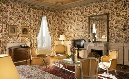 Chateau d'Isenbourg deluxe yellow room