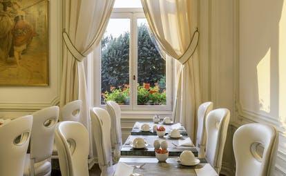 Hotel Regent Contades breakfast tables