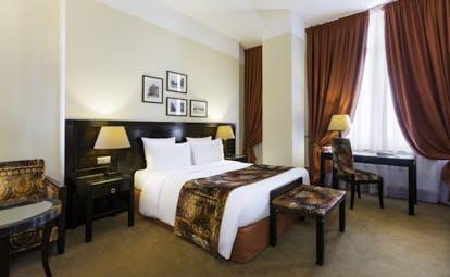 Hotel Regent Contades deluxe red room