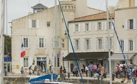 Hotel de Toiras quayside with front of building