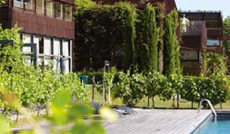 Le Saint James Bordeaux outdoor pool decking area