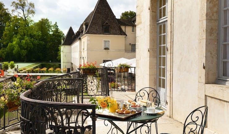 Chateau de Gilly breakfast on terrace outside