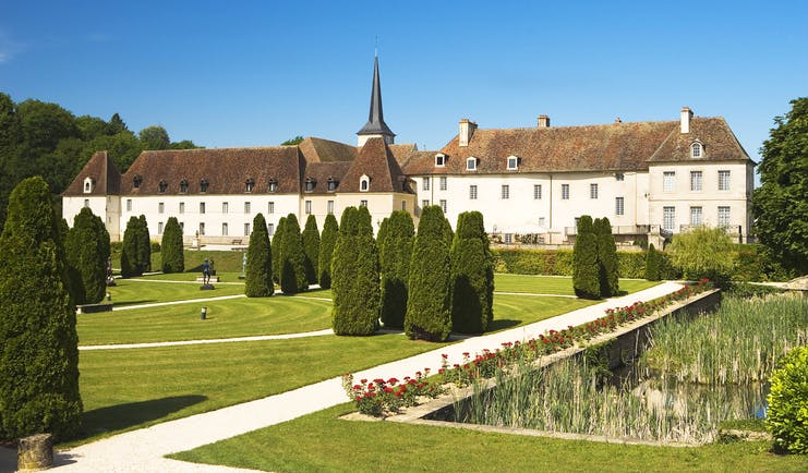 Chateau de Gilly exterior of building with lawns and trees