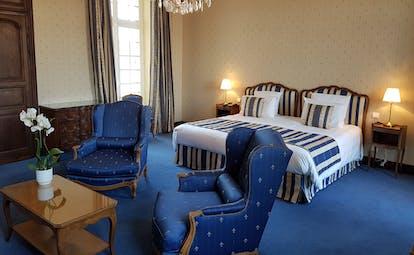 Chateau de Gilly blue suite