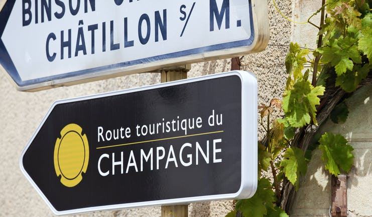Sign for the official tourist route in the Champagne region