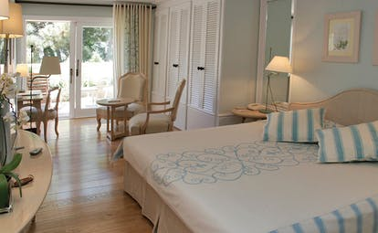 Grand Hotel de Cala Rossa Corsica Lavande bedroom with table and chairs and patio access