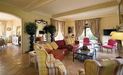 Le Mas de Pierre Cote d'Azur lounge salon with sofas and armchairs