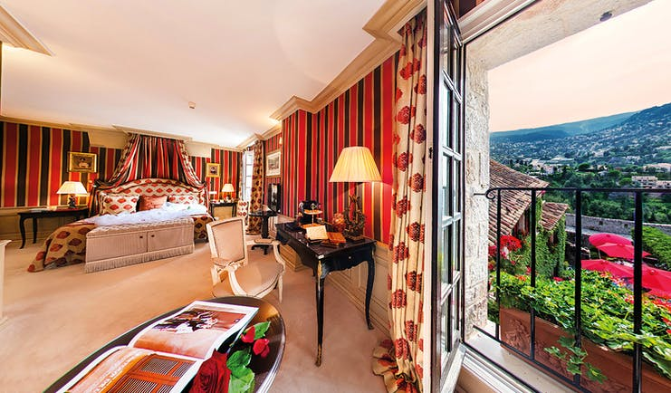 Le Saint Paul Cote d'Azur valley suite large bedroom with canopy and valley view