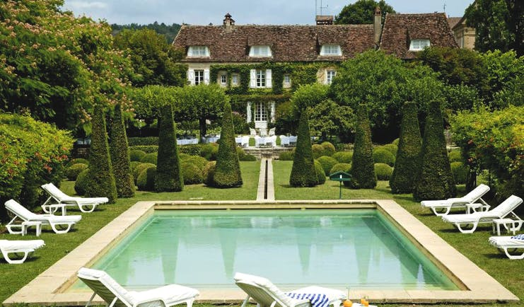 Le Vieux Logis Dordogne outdoor swimming pool sun loungers and topiary trees