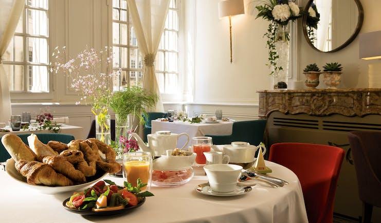 Maison d'Uzes Languedoc Roussillon restaurant breakfast pastries fruit tea and coffee