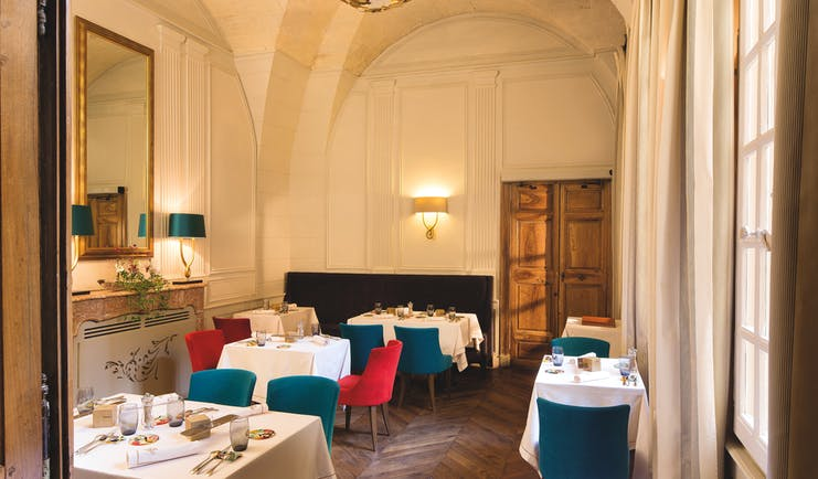 Maison d'Uzes Languedoc Roussillon restaurant small dining room