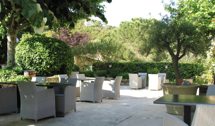Relais des Chartreuses Languedoc Roussillon outdoor terrace area surrounded by trees
