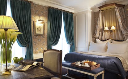 Hotel de Buci de maitre room, double bed, elegant decor, desk, lamp