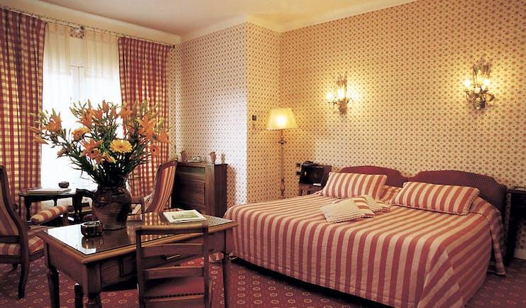 Auberge de Noves bedroom with sitting area and flower arrangement