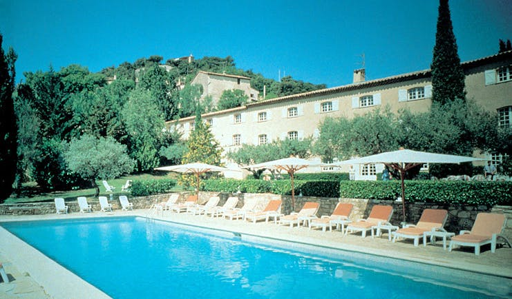 Bastide du Calalou Provence outdoor swimming pool loungers and gardens