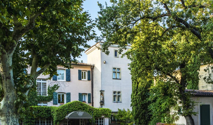 Provencal villa showing entrance to hotel with trees at le Pigonnet